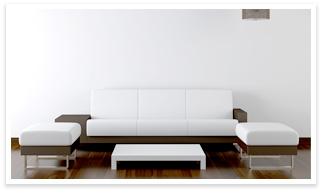 塗装された壁とソファ
